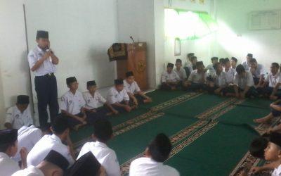 Kegiatan Muhadharah Melatih Mental Public Speaking Siswa SMPI Al Hasanah